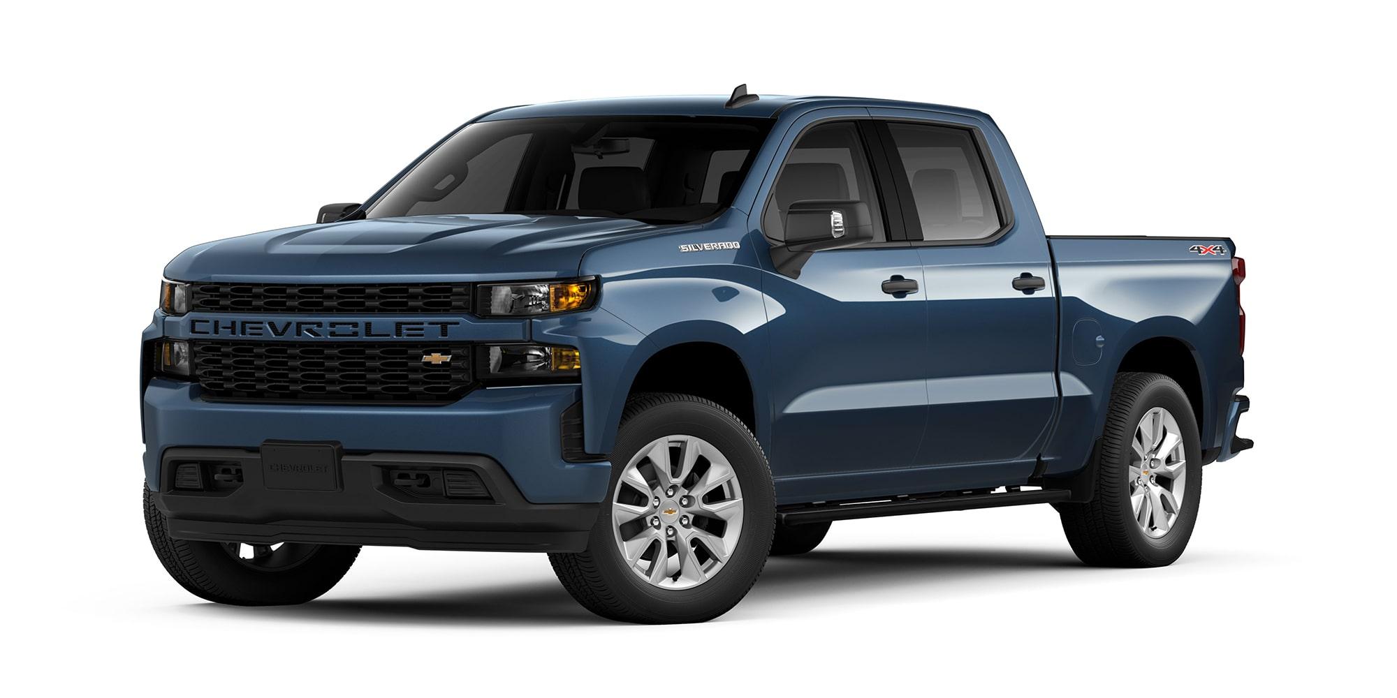 Chevrolet Silverado 2021 color azul metálico versión personalizada