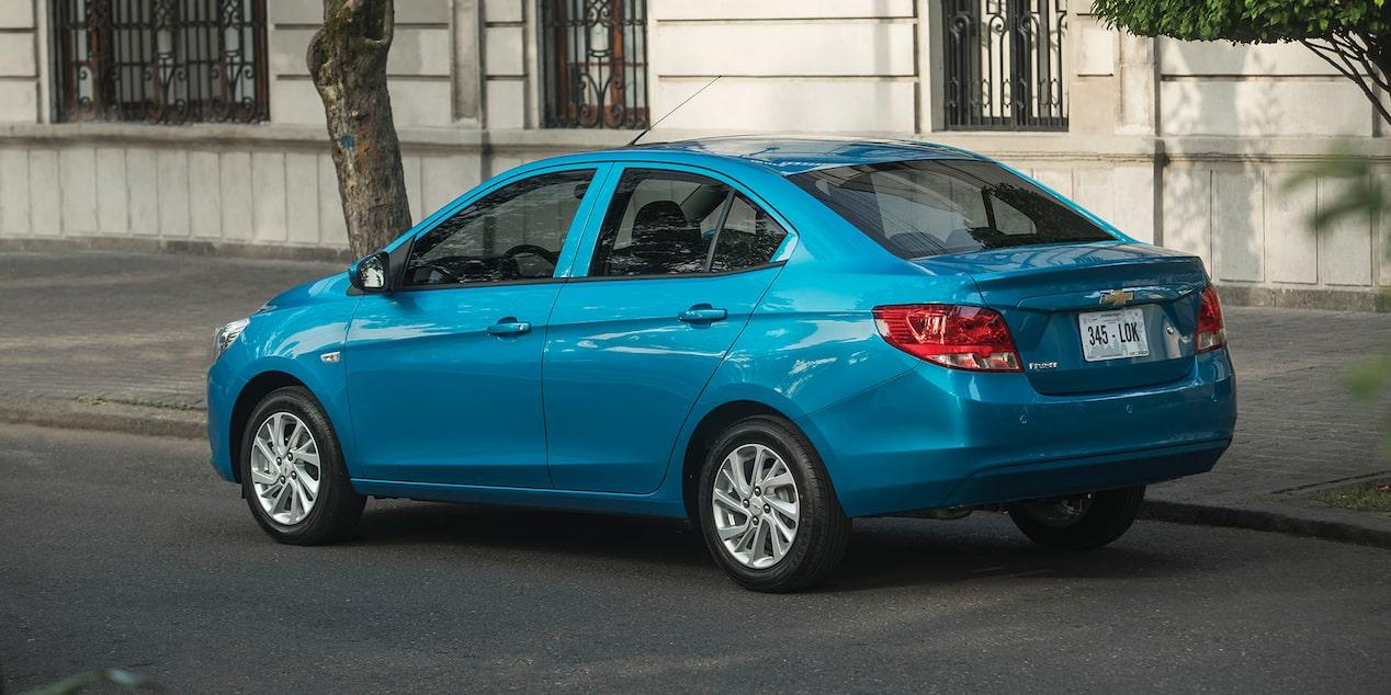 Chevrolet Aveo 2019 con transmisión manual de 5 velocidades o automática de 4 velocidades con modo manual y dirección electro asistida