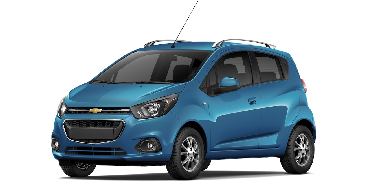 Chevrolet Beat Hatchback 2019 en color azul caribe metálico.