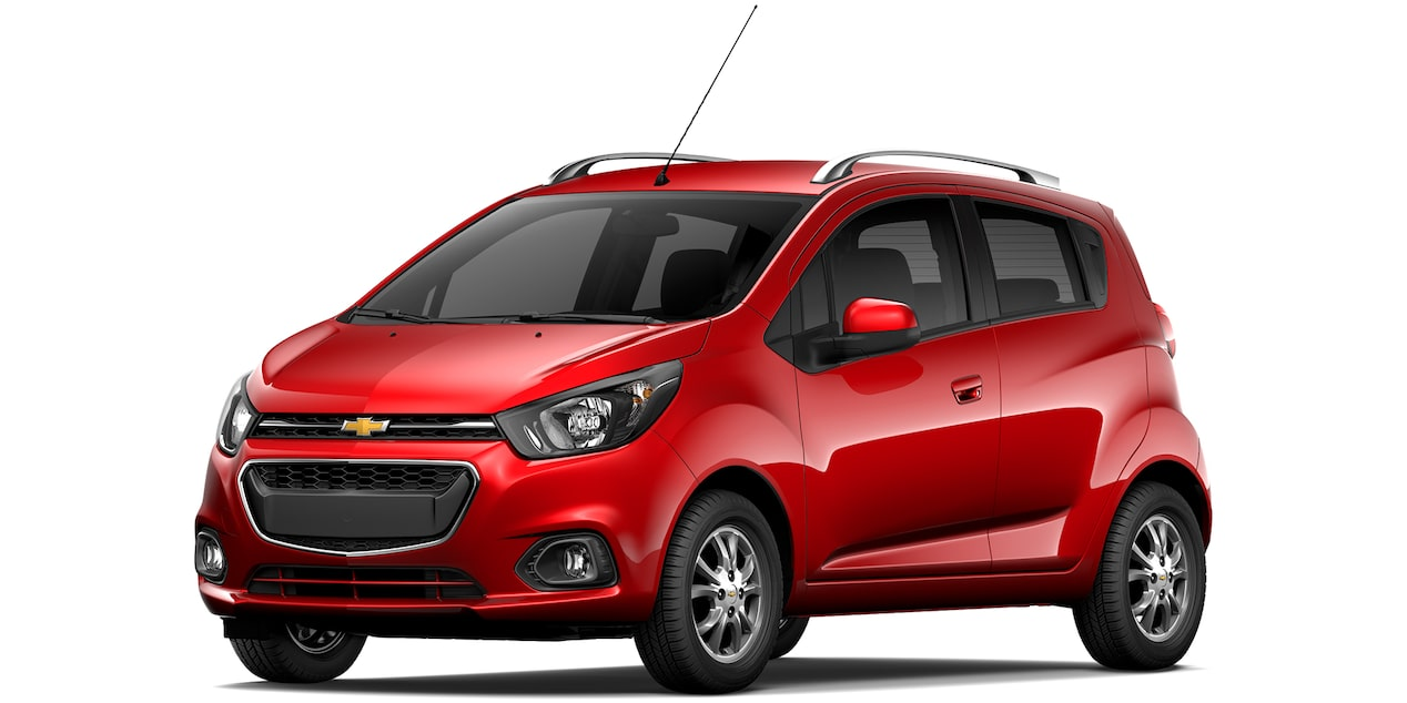 Chevrolet Beat Hatchback 2019 en color rojo granada.
