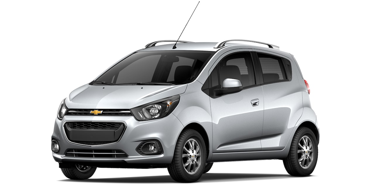 Chevrolet Beat Hatchback 2019 en color plata brillante.