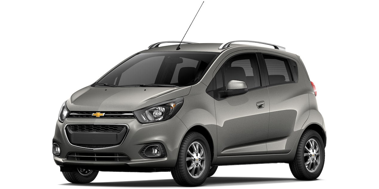 Chevrolet Beat Hatchback 2019 en color gris acero.
