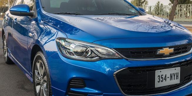 Chevrolet Cavalier 2019, auto familiar, lleva faros de halógeno, luz diurna con LED y parilla de doble puerto