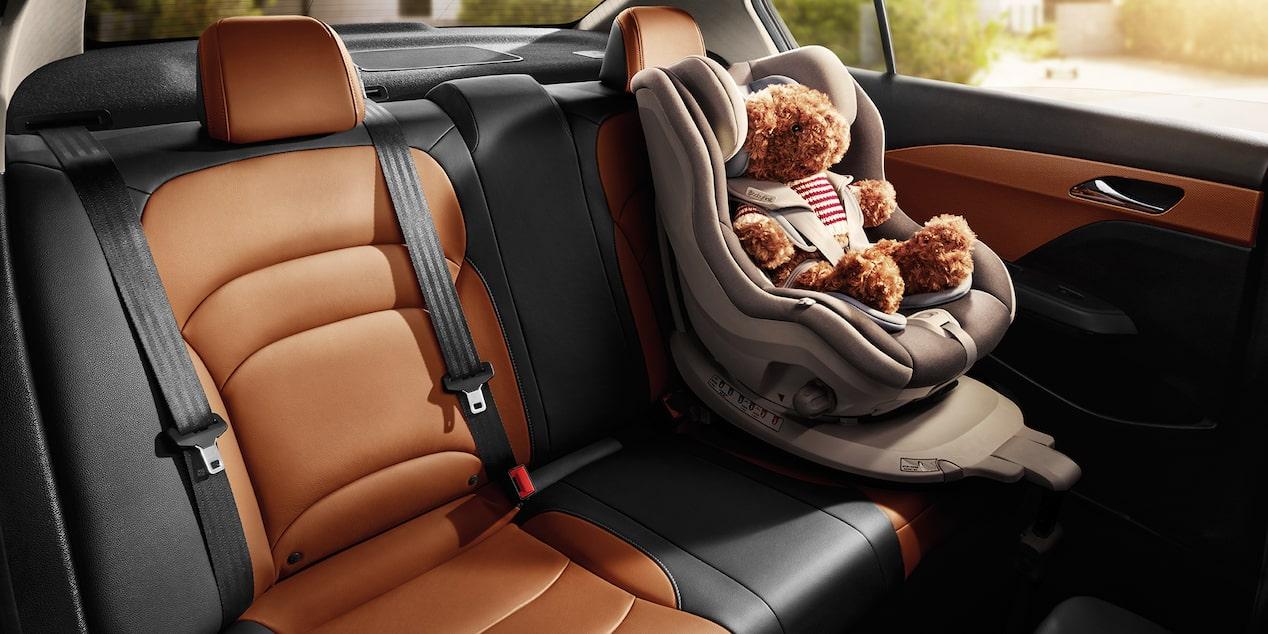 Chevrolet Cavalier 2019 auto familiar lleva una cajuela con iluminación de gran capacidad de carga y espacio para 5 pasajeros