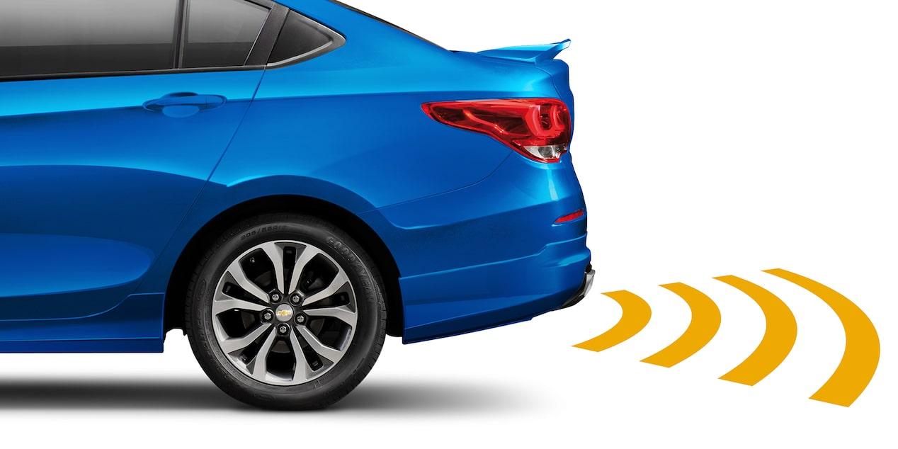 Auto familiar, Chevrolet Cavalier 2019, incluye sensores de reversa y asistencia trasera de estacionado.