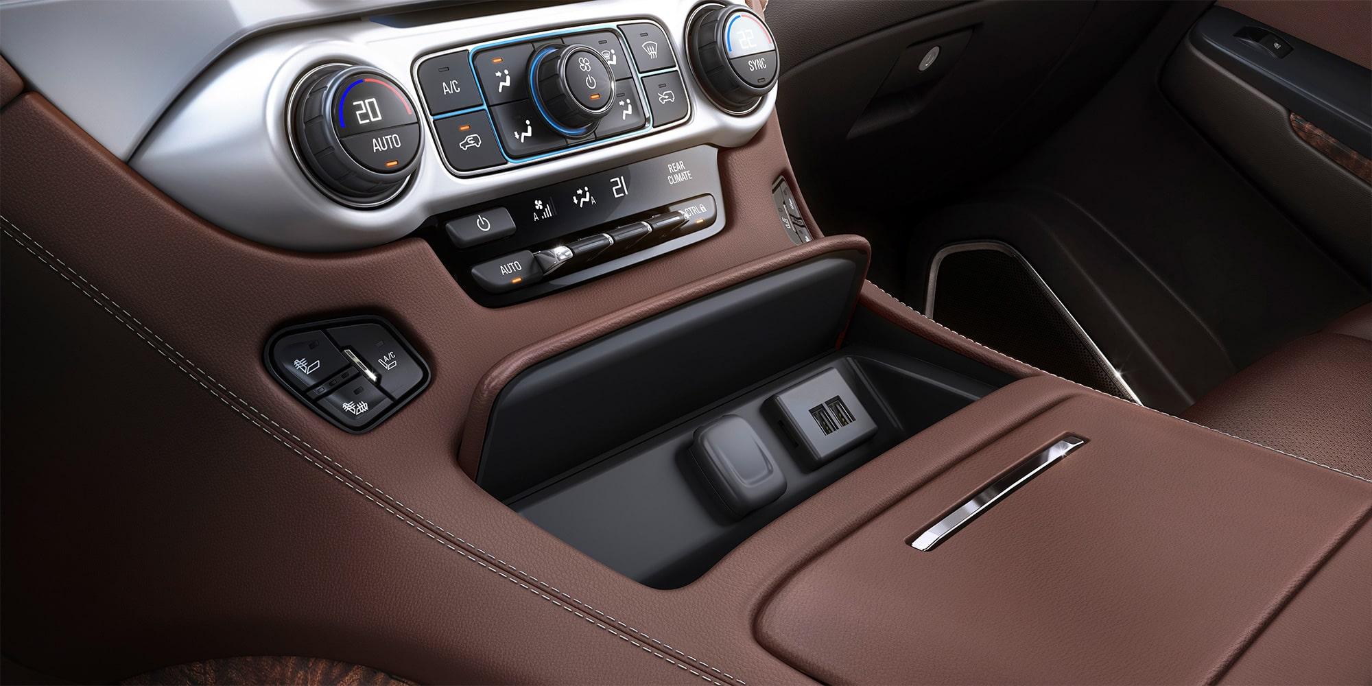 Chevrolet Suburban 2018 camioneta de lujo que incluye cargador inalámbrico y Smartphone Integration con Apple CarPlay y Android Auto