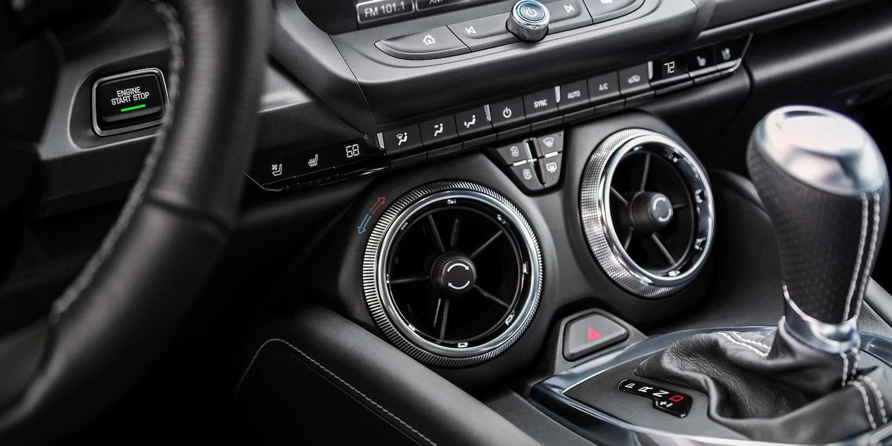 Chevrolet Camaro 2019 carro deportivo incluye aire acondicionado de doble zona con control electrónico y lleva asientos calefactables y ventilables