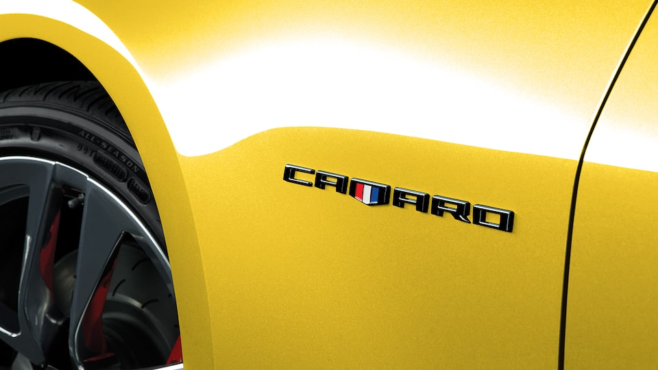 Emblema lateral, camaro, color negro