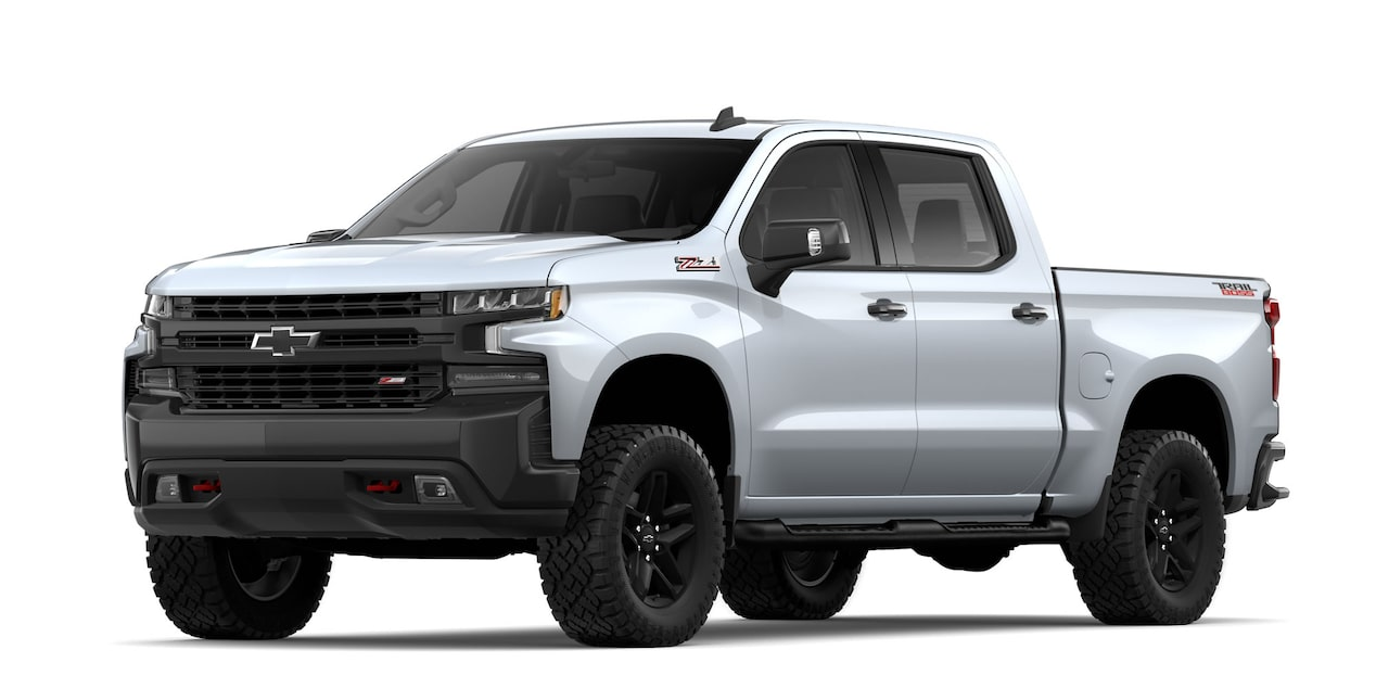 Chevrolet Cheyenne 2019, pick up, en color plata brillante