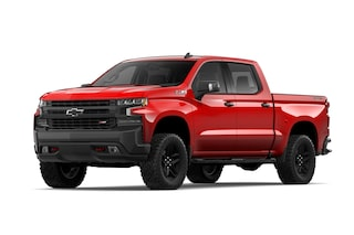 Chevrolet Cheyenne 2019, pick up versión Trail Boss en color rojo lava