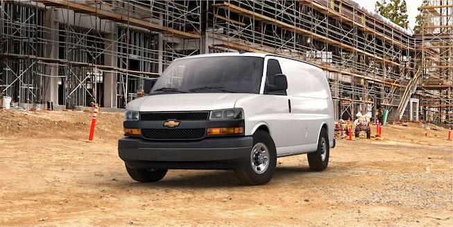 Chevrolet Express Cargo Van 2018 incorpora faros de halógenocon sistema automático de encendido y apagado