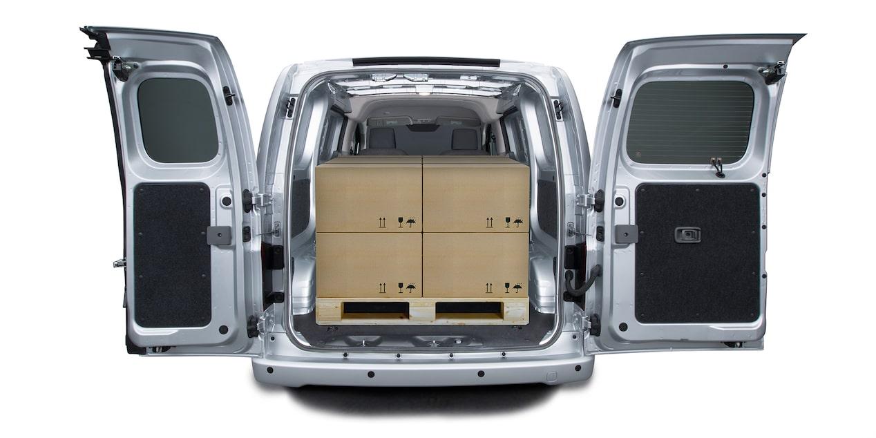 Chevrolet Express Cargo Van 2018 con puerta lateral derecha corrediza y dos puertas traseras para fácil acceso a la carga