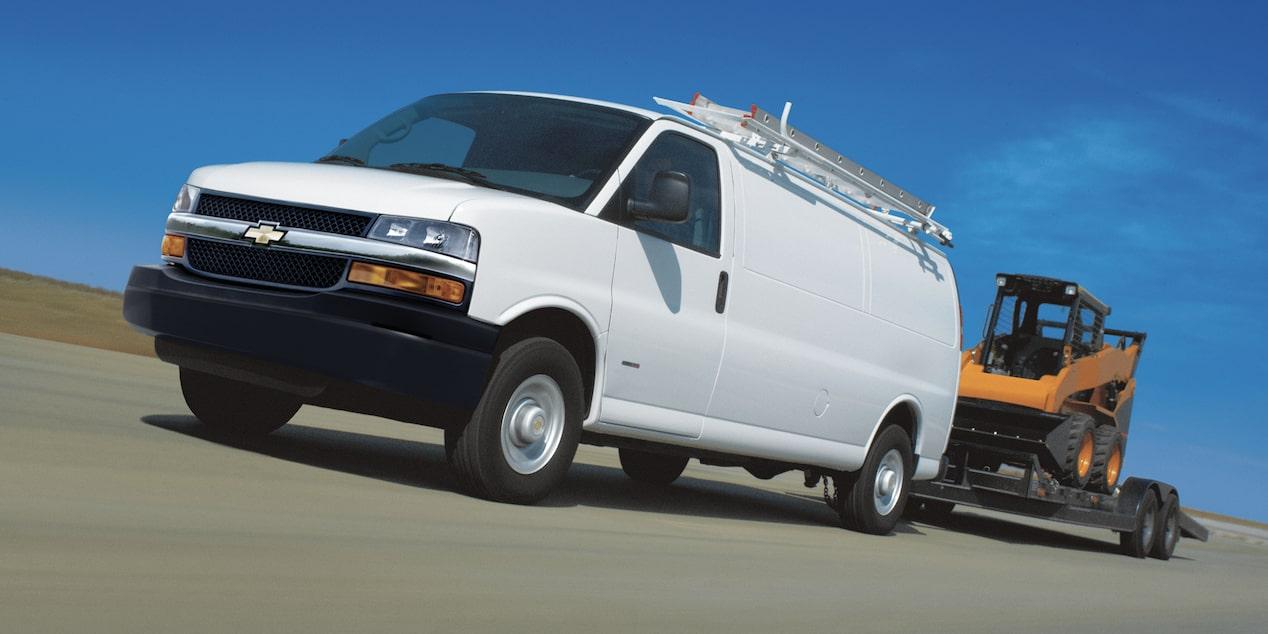 Chevrolet Express camioneta van con capcidad de arrastre de hasta 3266 kilogramos en la versión Cargo y 4264 kilogramos en la versión Passenger
